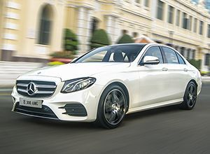 Mercedes-Benz_E-Class_2017_bg