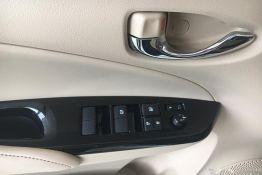 nút điều khiển cửa xe vios