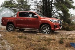 giá xe Toyota hilux 2019