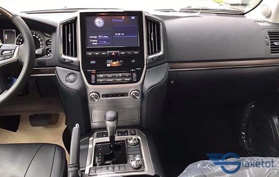 giải trí trên Toyota land cruise