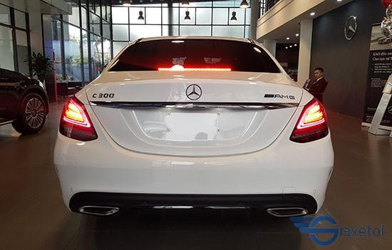Đuôi xe Mercedes C300 AMG