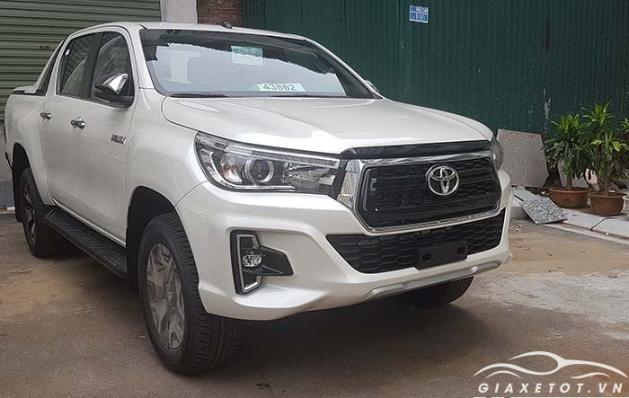 Toyota Hilux trắng 2019