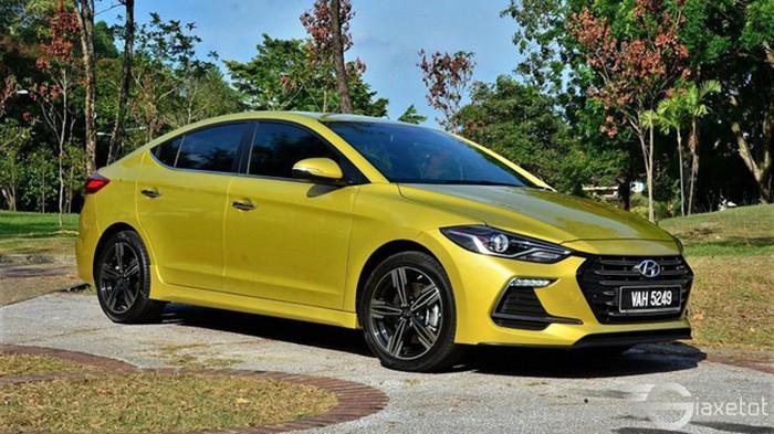 toàn cảnh xe hyundai elantra sport 2019 màu vàng