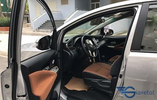 không gian nội thất xe innova