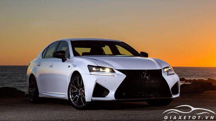 Lexus GS màu trắng