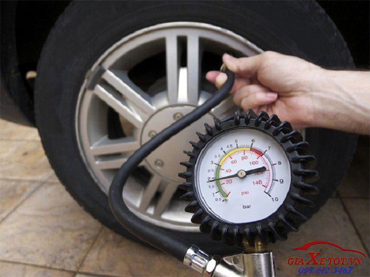bơm lốp xe vào mùa đông