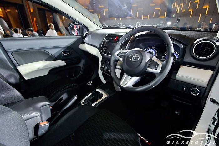 nội thất Toyota Rush