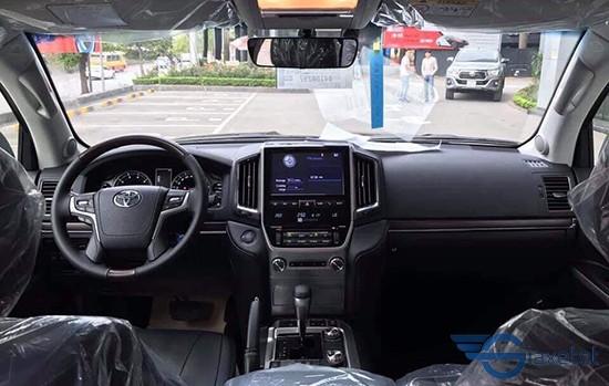 tiện nghi nội thất Toyota land cruise