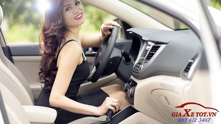 xe và người đẹp
